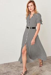 Sukienka Trendyol z dekoltem w kształcie litery v z krótkim rękawem