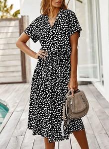 Sukienka Sandbella z krótkim rękawem z dekoltem w kształcie litery v w stylu casual