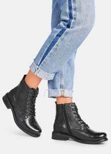 Czarne botki DeeZee z płaską podeszwą w stylu casual sznurowane