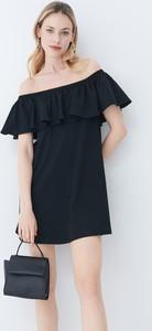 Czarna sukienka Mohito hiszpanka prosta z krótkim rękawem