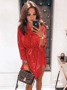 Czerwona sukienka magmac.pl z kołnierzykiem szmizjerka w stylu casual