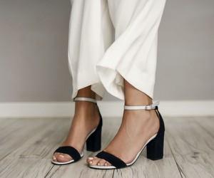 Sandały Zapato na obcasie ze skóry z klamrami