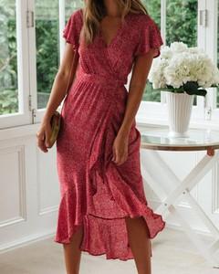 Czerwona sukienka Kendallme z krótkim rękawem z dekoltem w kształcie litery v
