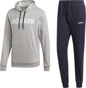 Dres Adidas Performance w sportowym stylu z dresówki