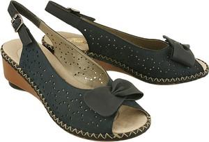 Czarne sandały Rieker na niskim obcasie w stylu casual