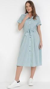 Niebieska sukienka born2be szmizjerka w stylu casual