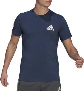 Niebieski t-shirt Adidas z krótkim rękawem w sportowym stylu z dżerseju
