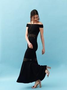 f69bb93478 Sukienki wieczorowe • Długa koronkowa sukienka. • Długa Sukienka Z  Przezroczystą Koronką. Czarna sukienka Top Secret bez rękawów