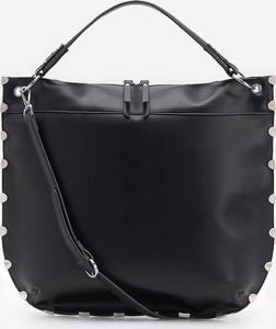 Czarna torebka Reserved matowa na ramię