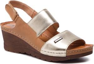 Sandały Pollonus w stylu casual na koturnie