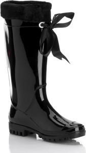 Czarne kalosze stili bez wzorów