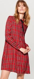Czerwona sukienka Mohito mini z długim rękawem w stylu casual