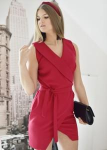 Czerwona sukienka Fason bez rękawów mini
