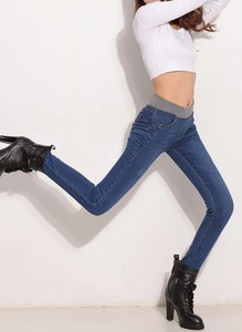 Granatowe jeansy Arilook z bawełny