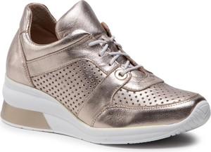 Złote buty sportowe Eksbut w sportowym stylu