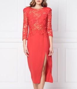 Czerwona sukienka Elisabetta Franchi z okrągłym dekoltem dopasowana