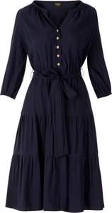 Sukienka Poza z długim rękawem z tkaniny