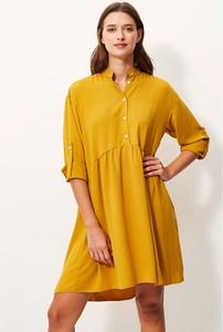 Żółta sukienka Sandro Ferrone z dekoltem w kształcie litery v oversize w stylu casual