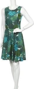 Sukienka Chillytime z okrągłym dekoltem bez rękawów