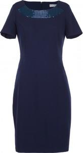 Sukienka VISSAVI w stylu glamour z okrągłym dekoltem