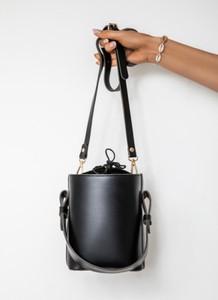Czarna torebka DeeZee w stylu glamour średnia