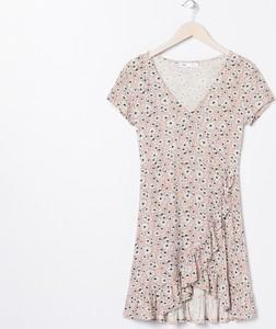Sukienka Sinsay w stylu casual z dekoltem w kształcie litery v