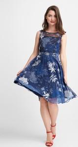 Niebieska sukienka QUIOSQUE midi