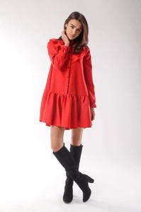 Czerwona sukienka Nommo z długim rękawem koszulowa
