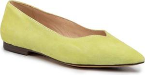 Zielone baleriny Caprice w stylu casual z płaską podeszwą