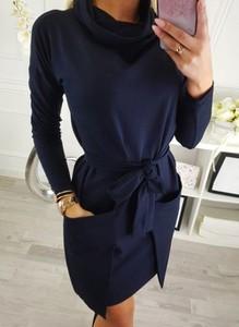 Sukienka Cikelly prosta z golfem w stylu casual