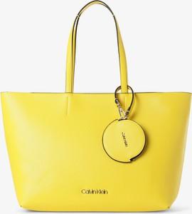 Żółta torebka Calvin Klein na ramię duża matowa