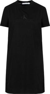 Czarna sukienka Calvin Klein prosta z krótkim rękawem mini