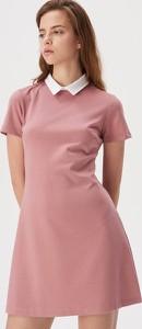 Różowa sukienka Sinsay mini trapezowa z krótkim rękawem