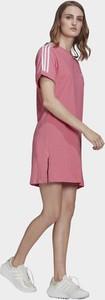 Sukienka Adidas Originals z bawełny w sportowym stylu