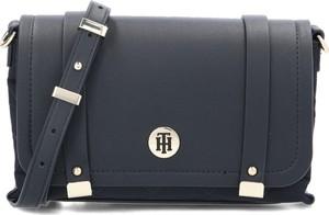 Czarna torebka Tommy Hilfiger w stylu casual matowa