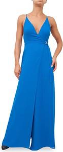 Niebieska sukienka Guess na ramiączkach z dekoltem w kształcie litery v
