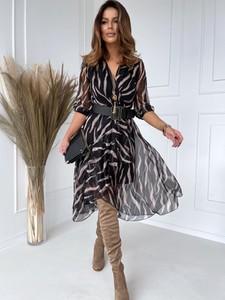 Sukienka Versada w stylu casual z dekoltem w kształcie litery v z długim rękawem