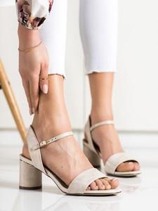 Sandały Czasnabuty na obcasie
