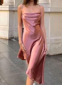 Sukienka Arilook na ramiączkach midi