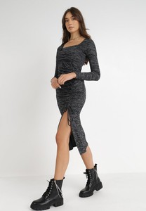 Sukienka born2be dopasowana z okrągłym dekoltem maxi
