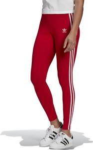 Czerwone spodnie Adidas z bawełny w sportowym stylu