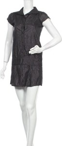 Czarna sukienka Insight z dekoltem w kształcie litery v mini z krótkim rękawem