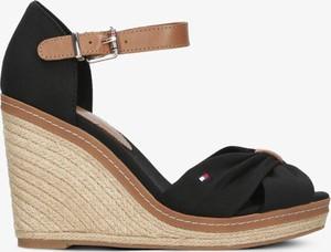 Czarne sandały Tommy Hilfiger z klamrami na średnim obcasie