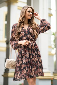 Sukienka MERRIBEL z długim rękawem z szyfonu kopertowa