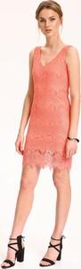 Różowa sukienka Top Secret w stylu casual z dekoltem w kształcie litery v na ramiączkach