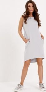 Sukienka Diverse z okrągłym dekoltem z długim rękawem w stylu casual