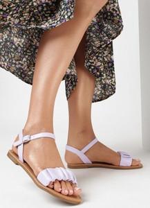 Fioletowe sandały born2be z płaską podeszwą ze skóry