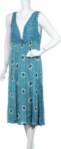 Sukienka Orientique z dekoltem w kształcie litery v