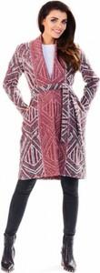 Różowy płaszcz Awama