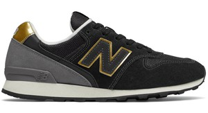 Czarne buty sportowe New Balance z zamszu w sportowym stylu sznurowane